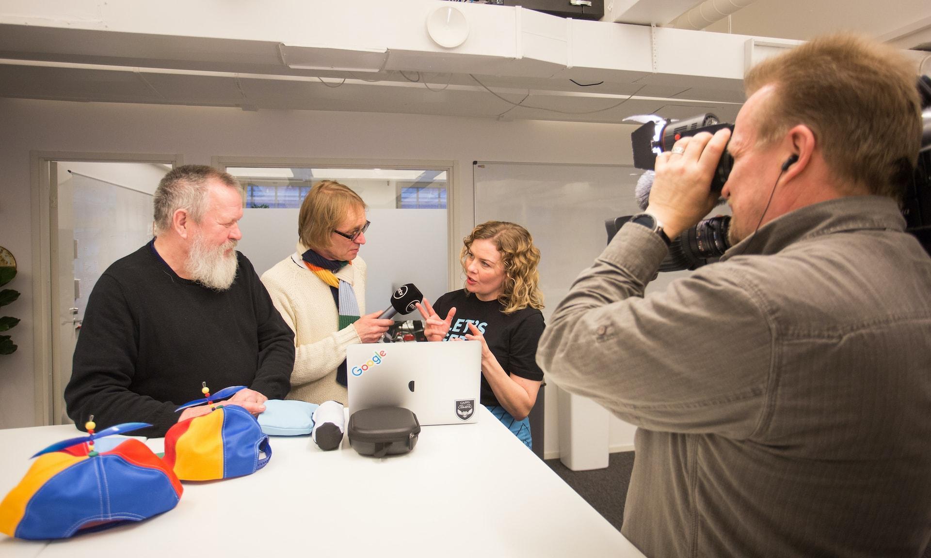 MTV:n Mika Tommola haastattelee Gappsin Annia